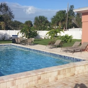 Private Pool4 Min Walk To Beachgas Grillfree Wifibeach Equipment