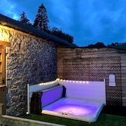 Cottage + Hot Tub, Outskirts Cardiff/cowbridge, Stunning Rural Location