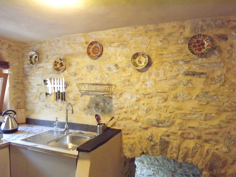 , Xvii Sec. Wine Cellar, Fully Renovated, With Shared Terrace AND Pool