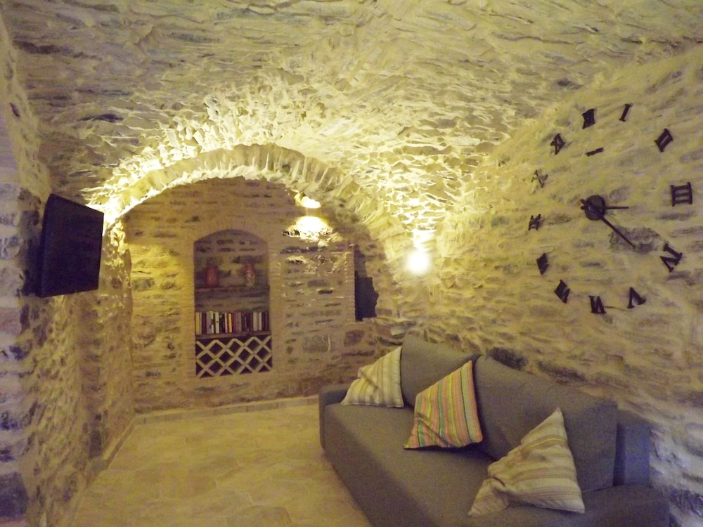 Living Room, Xvii Sec. Wine Cellar, Fully Renovated, With Shared Terrace AND Pool