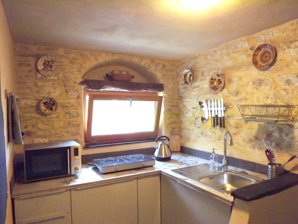 Private Kitchen, Xvii Sec. Wine Cellar, Fully Renovated, With Shared Terrace AND Pool