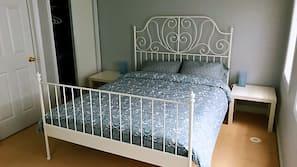 3 bedrooms, desk, linens