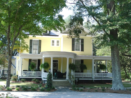 Check Expedia for Availability of Ivy Bed and Breakfast