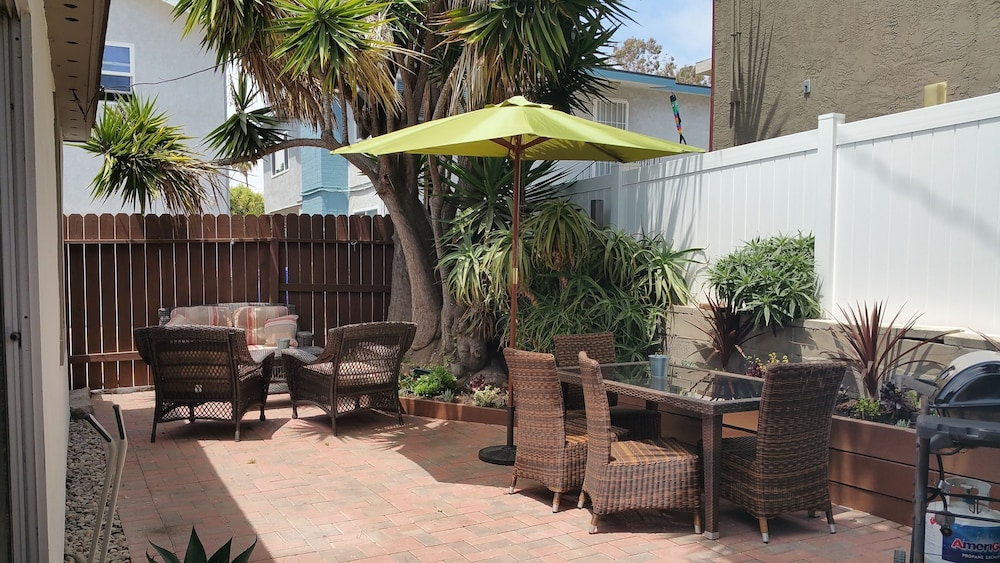 BBQ/Picnic Area, Newly Remodeled Pacific Beach Cottage 2 Blocks From Beaches and La Jolla