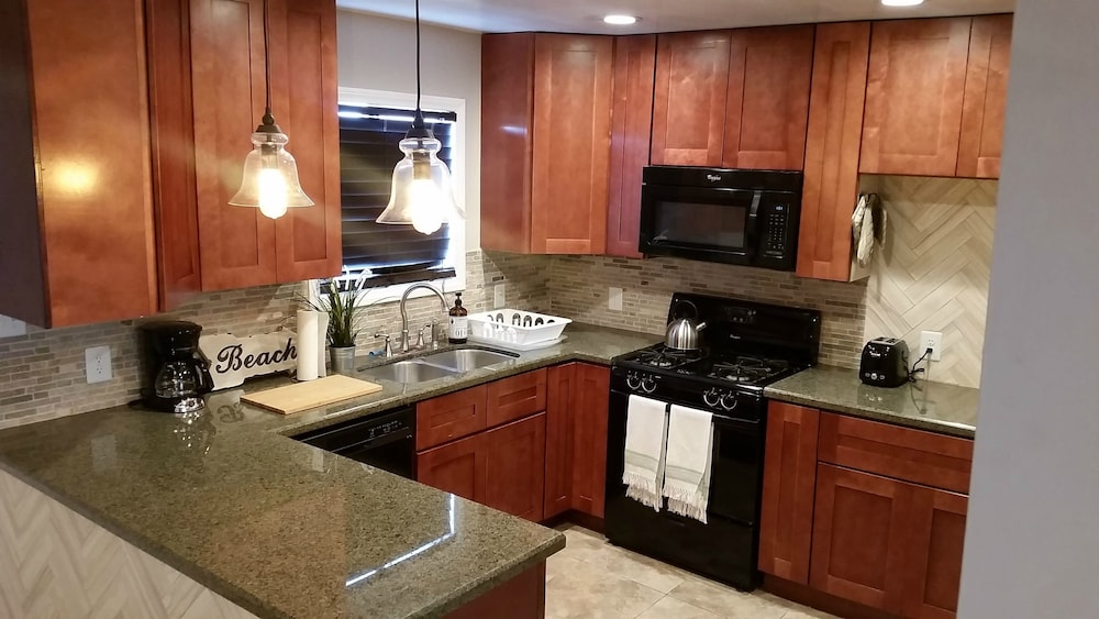 Private Kitchen, Newly Remodeled Pacific Beach Cottage 2 Blocks From Beaches and La Jolla