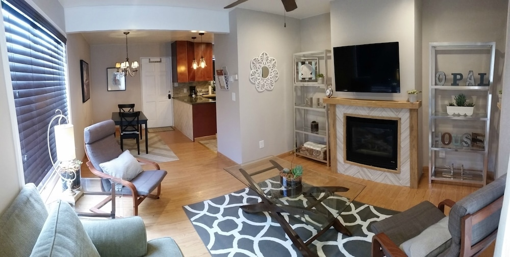 Room, Newly Remodeled Pacific Beach Cottage 2 Blocks From Beaches and La Jolla