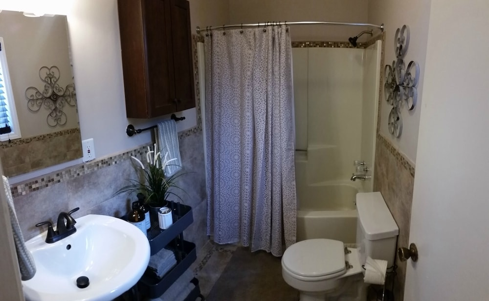 Bathroom, Newly Remodeled Pacific Beach Cottage 2 Blocks From Beaches and La Jolla