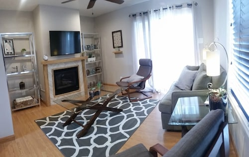 Newly Remodeled Pacific Beach Cottage 2 Blocks From Beaches and La Jolla