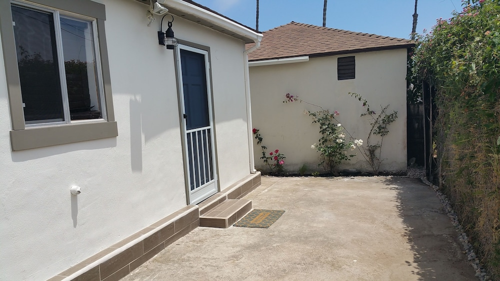 , Newly Remodeled Pacific Beach Cottage 2 Blocks From Beaches and La Jolla