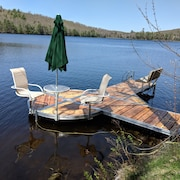 Your Private Lakefront Retreat With 200' of Waterfront
