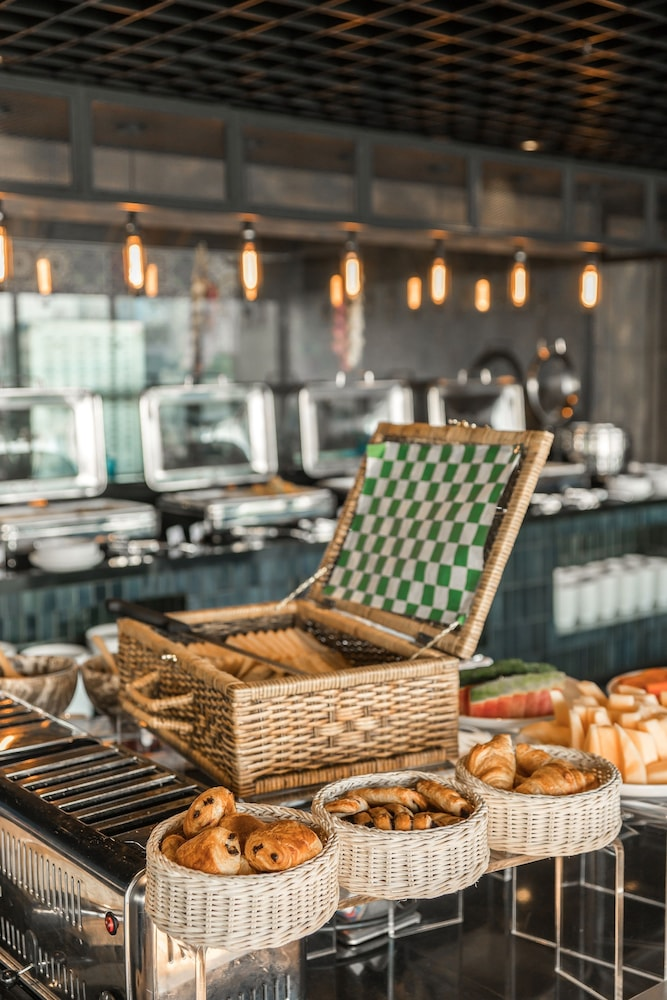 Breakfast buffet, The Key Premier Sukhumvit by Compass Hospitality