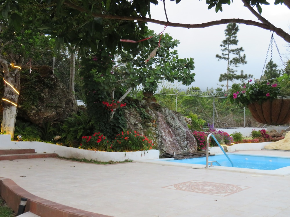 Outdoor Pool, Cabañas Gavilan Guardian