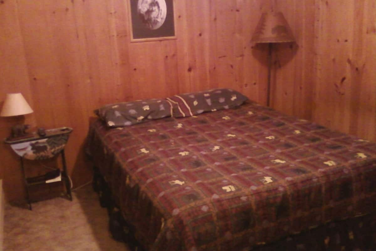 Cute 2 Bedroom Cabin With Hot Tub Located In The Mack S Inn Area Of Island Park Id Expedia
