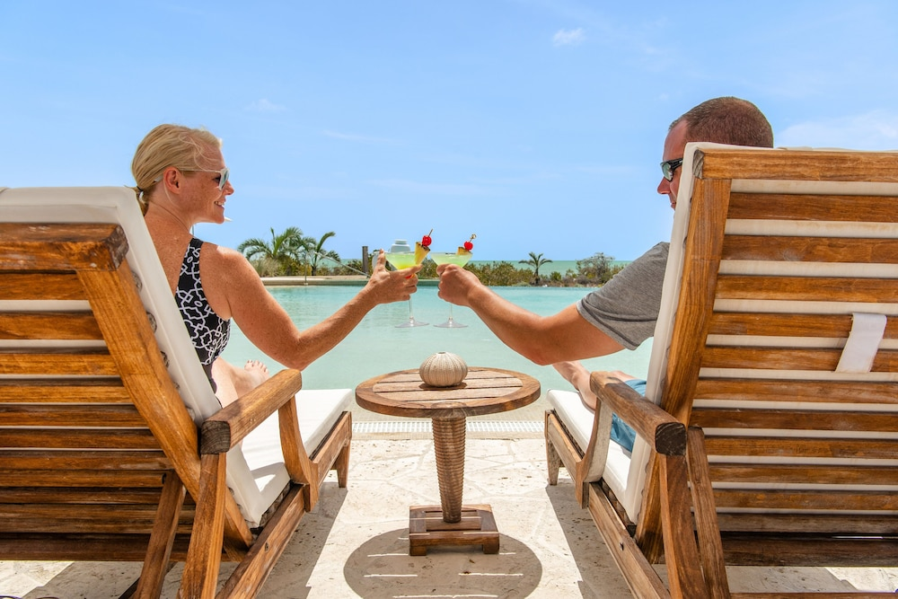 Bar, Ambergris Cay – ALL-INCLUSIVE, Private Island, Air Transfers Included