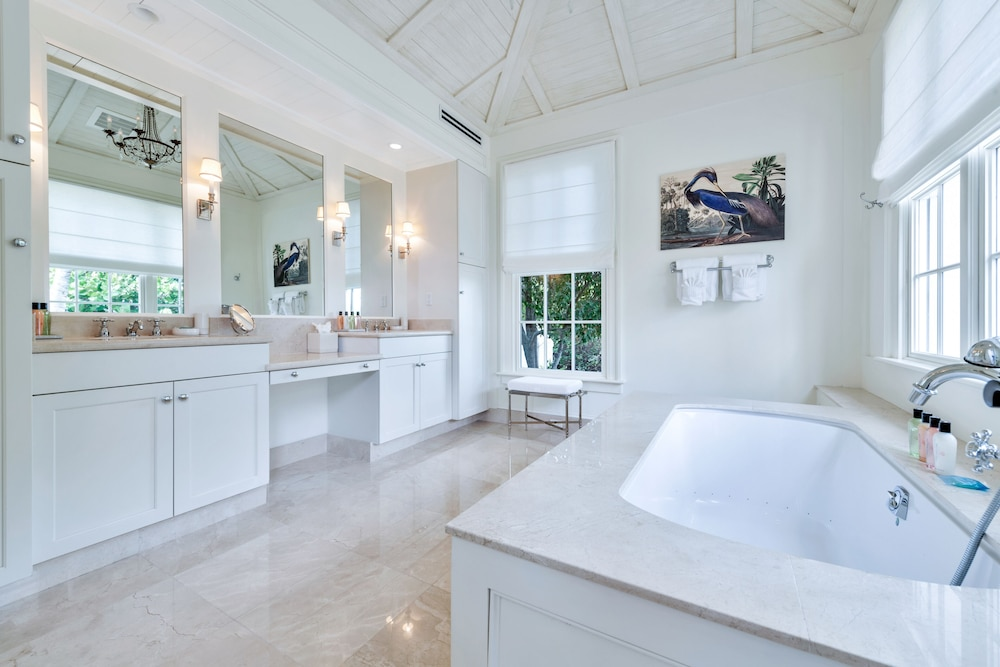 Bathroom, Ambergris Cay – ALL-INCLUSIVE, Private Island, Air Transfers Included