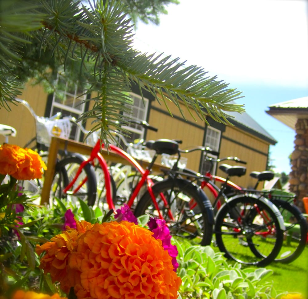Bicycling, Compass Rose Lodge