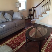 Cape 3 Bedroom Home- Minutes to Downtown and Federal Hill