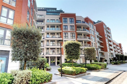 Superb 2 Bedroom /2 Bath Apartment in London
