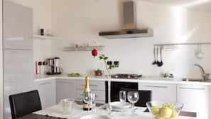 Großer Kühlschrank, Ofen, Herd, Reiskocher