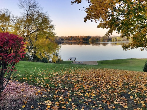4 Acres of Private Lakefront - Fox Chain Of Lakes - 1 Hour From Chicago