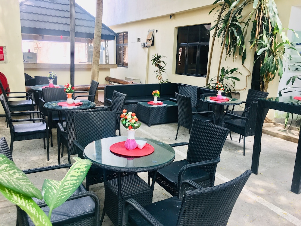 Sports Bar, Jam-Bed Hotel and Suites Abeokuta