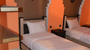 Caja fuerte, cortinas opacas, wifi gratis y ropa de cama