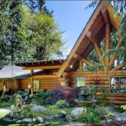 Romantic LOG Cabin Getaway and Nature Escape!