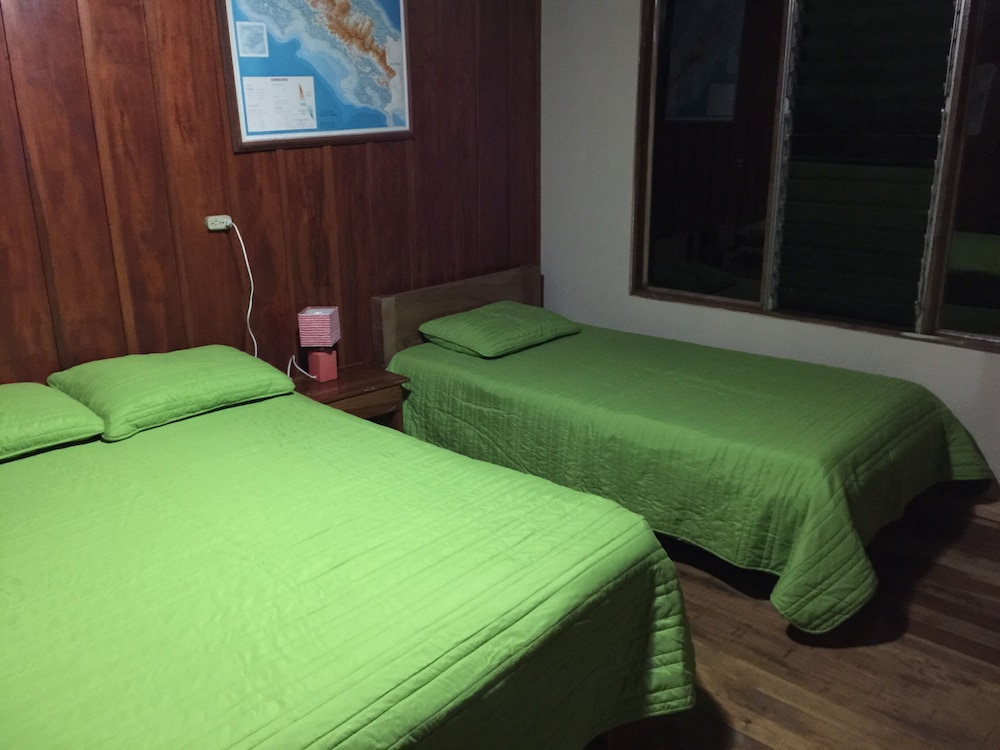 Room, Tropical Rainforest Mountain House Near Volcano Arenal. Private and Safe