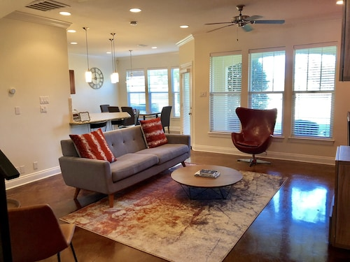 Gated Spacious Modern Condo 3 Br/3.5 Bathrooms Located Minutes From LSU Campus
