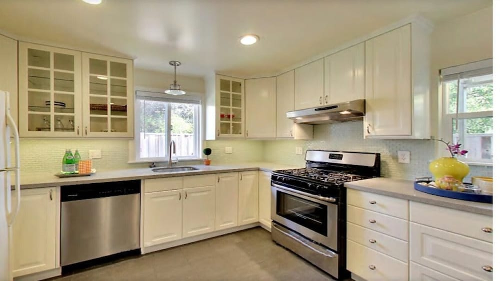 Private Kitchen, Sweet Alameda Cottage Near SF, Beach, OAK Airport