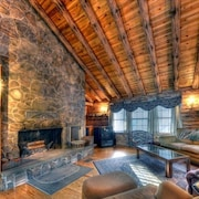 Moosehead Lakefront Log Home