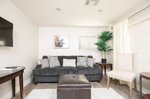 3BR Remodeled Home in Mesa Near Lightrail Car!