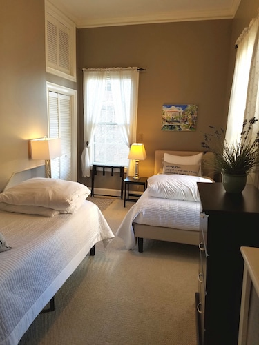 Room, Elegant, Sunny, 2 Bedroom Townhouse Apartment, in the Heart of Downtown Portland