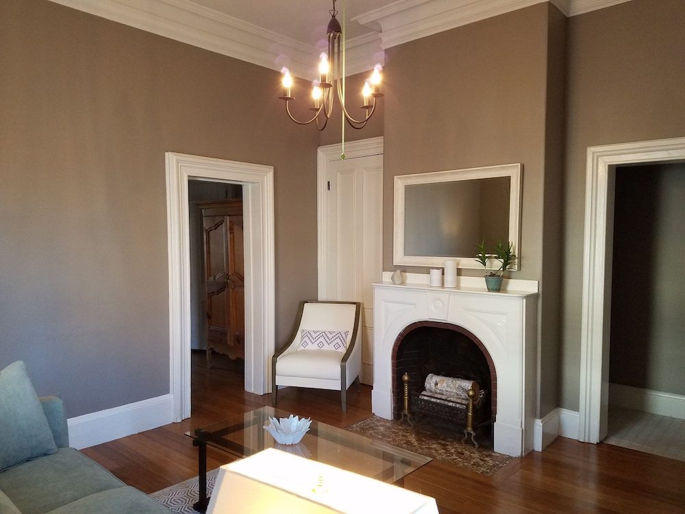 , Elegant, Sunny, 2 Bedroom Townhouse Apartment, in the Heart of Downtown Portland