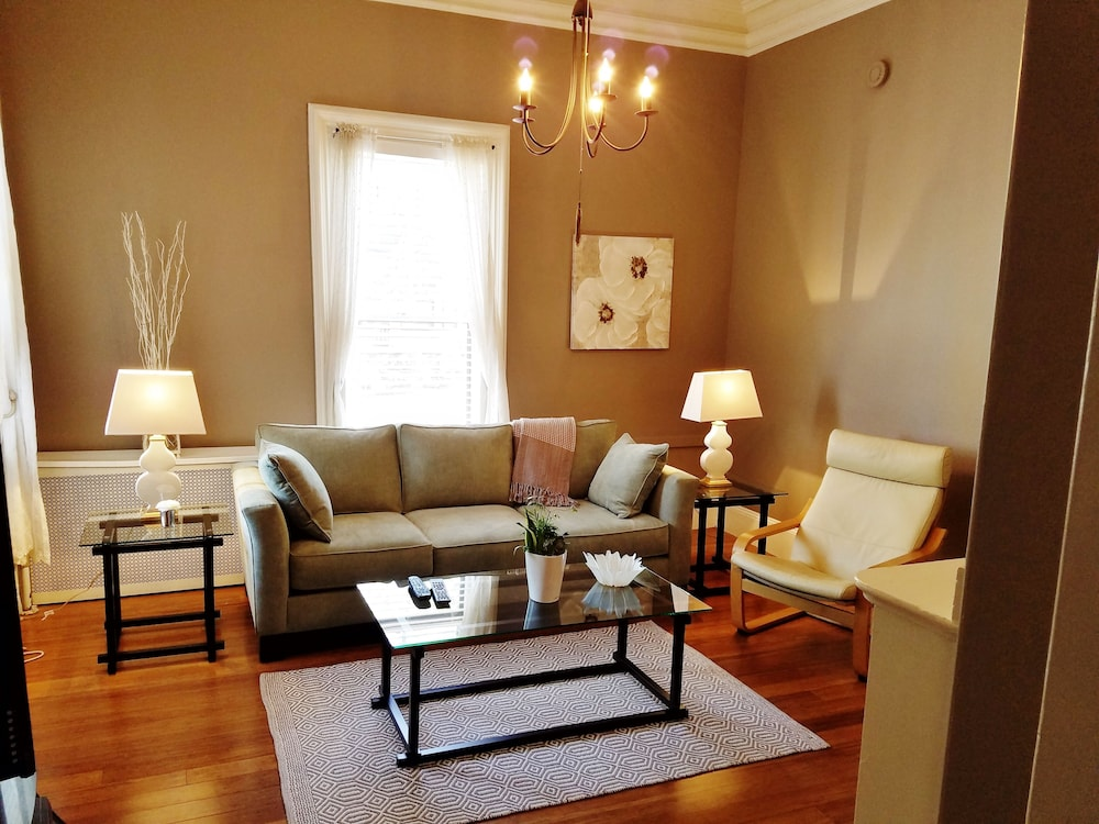 Living Room, Elegant, Sunny, 2 Bedroom Townhouse Apartment, in the Heart of Downtown Portland