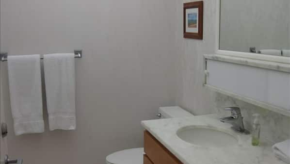 1 bedroom, Internet, bed sheets, wheelchair access