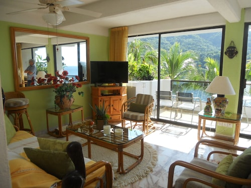 Beautiful Mismaloya Beach-front Condo