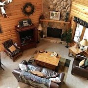 Beautiful log Cabin Located in the Heart of Lutsen on Ski Hill Road