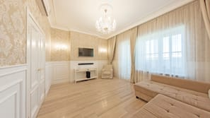 3 Schlafzimmer, Zimmersafe, Schreibtisch, Bügeleisen/Bügelbrett