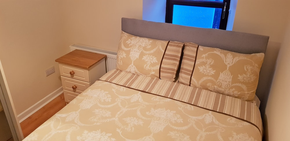 Room, 3 Bedroom Newly Furnished House House Wolfe Tone Street