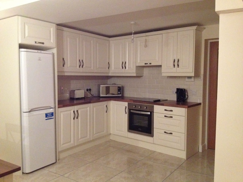 Private Kitchen, 3 Bedroom Newly Furnished House House Wolfe Tone Street
