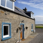 Seatown Cottage Lossiemouth - a Traditional Cottage With Beautiful River Views