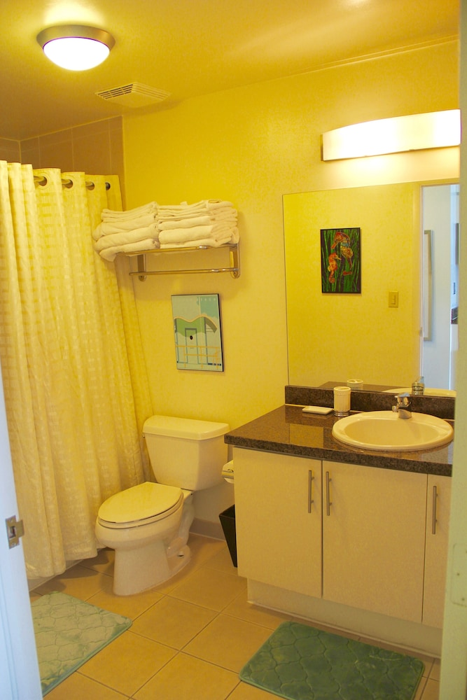 Bathroom, Balcony Ocean View Wifi - Pool - Gym - Parking !