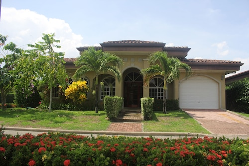 Zen Casa- Walk to Beach/surf - 3 Bed./ 3 Bath