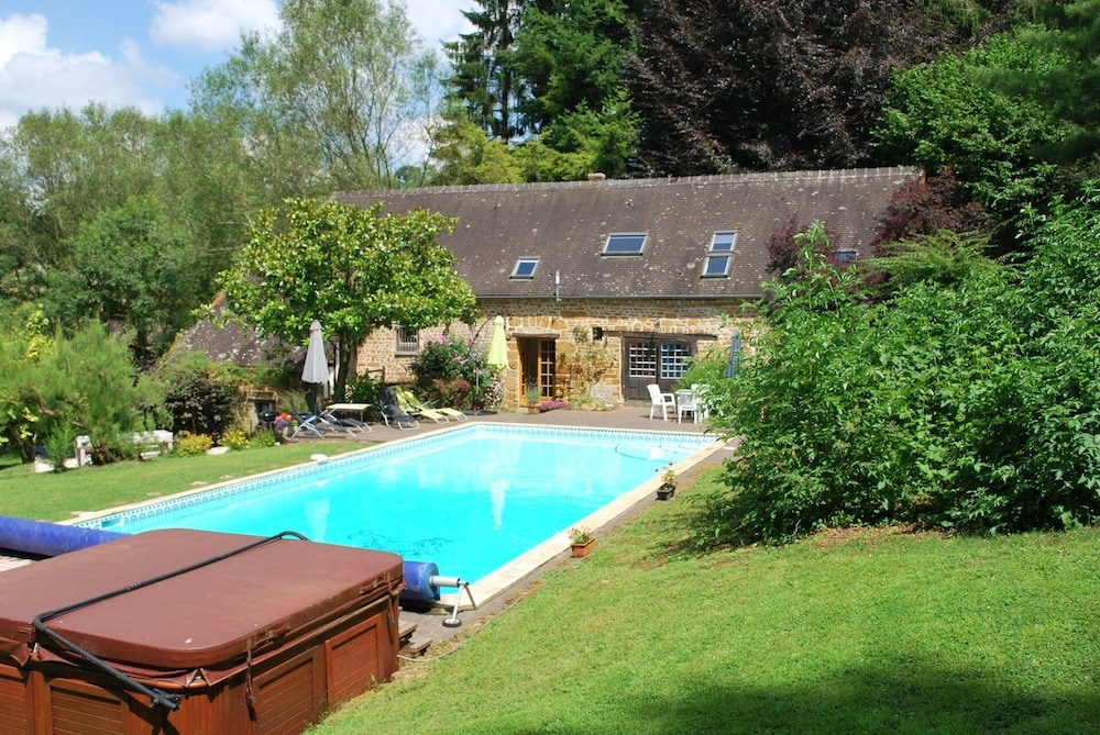 Cottage With Shared Swimming Pool, hot Tub, Fishing, Tennis ...