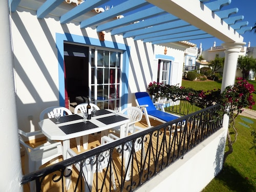 Beautiful Cottage, Golf Village, Fully Equipped, Wifi, Large Outdoor Pool
