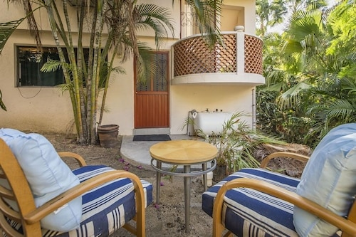 Adorable Spanish Style Casita ...just a Short Walk to a Beautiful Beach