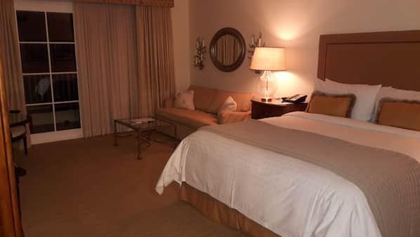 2 quartos, cofres nos quartos, ferros/tábuas de passar roupa, Wi-Fi