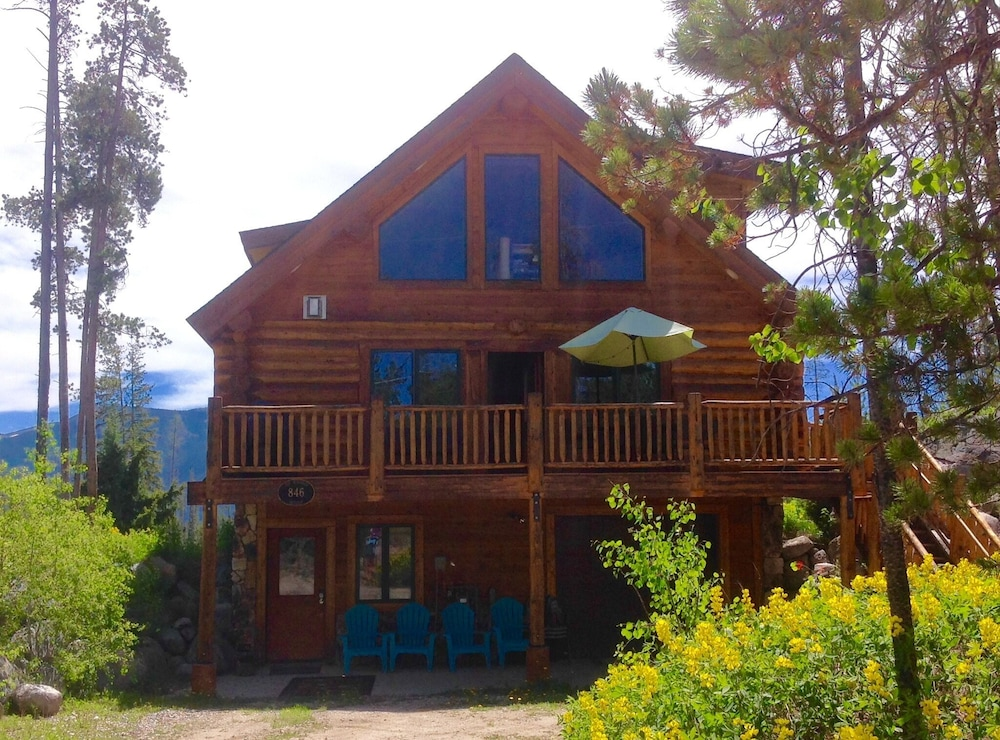 Modern Log Cabin Minutes From Rocky Mountain National Park
