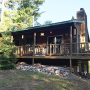 Private & Quaint Cabin in Mercer. Close To Town With Many Northwoods Amenities